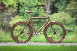 Bici di legno