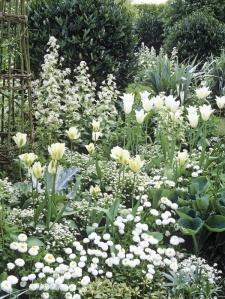 sissinghurst-_white-garden